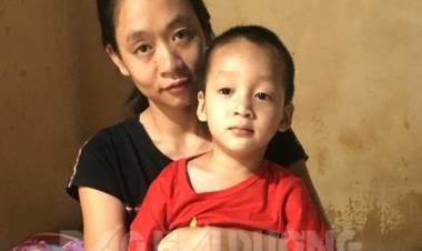 Cháu bé sống cùng mẹ và ông ngoại bị bệnh thần kinh